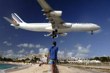 L'aéroport international Saint Martin-Princess Juliana, vu par notre photographe Bernard Brault.