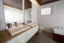 Le défi d'une rénovation verte consiste à prendre en compte ces détails. Un couple de Rosemère s'est lancé dans l'aventure, en s'appuyant pas à pas sur le nouveau programme d'Écohabitation. Résultat: une salle de bains au goût du jour et une certification estimable.
