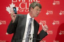 Thorsten Heins avait un téléphoneBlackBerry dans les mains mardi midi...