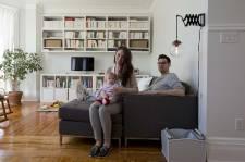 Devenir propriétaire, enfin, et gagner en espace, en plus, voilà un vrai rêve pour une jeune famille. Et pour se doter d'un foyer à son image, quelques règles bien choisies - et bien suivies - ne font pas de tort. Au contraire. Bienvenue chez les Huot-Gagnon.