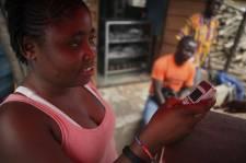 En Asie et en Afrique, des millions de personnes utilisent déjà leur téléphone...