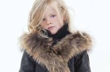 La mode enfantine est parfois déprimante. Surcharge  de coloris vitaminés, imprimés de petits moutons et slogans