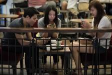 Les internautes qui multiplient les interventions sur les réseaux sociaux sans...