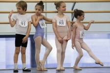 Fondée en 1934 par George Balanchine, la School of American Ballet est l'école officielle du New York City Ballet. Chaque printemps, des jeunes espoirs âgés de six ans auditionnent pour faire partie de ce qui est reconnu aujourd'hui comme l'une des écoles de ballet les plus prestigieuses au monde.