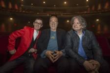 Plusieurs comédiens étaient présents lors de la première de la pièce Sainte Carmen de la Main au Théâtre du Nouveau Monde le jeudi 2 mai 2013.