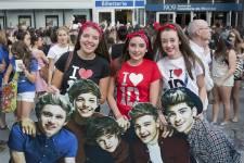 Le groupe One Direction a fait rêver des milliers de jeunes filles qui n'ont pas hésité à arborer t-shirts et maquillages à l'effigie de leurs idôles.