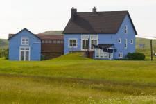 <p>Un vent de renouveau souffle sur les Îles de la Madeleine. Un vent venu de la mer, inspirant certains propriétaires qui restaurent avec brio leur demeure parfois fraîchement acquise. Nous avons visité trois maisons qui valent le détour.</p>