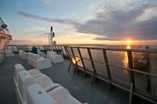Le voyage sur la Basse-Côte-Nord prend une toute nouvelle dimension cette année avec la mise en service du<em>Bella-Desgagnés</em>, le tout nouveau navire ravitailleur qui dessert les communautés isolées de la région. Visite.