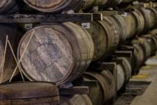 La tourbe et la mer ont donné aux scotchs d'Islay leur goût particulier. Chaque année, des milliers d'amateurs rejoignent l'île pour y faire la tournée des distilleries et profiter d'une nature envoûtante. Récit d'une virée dans l'île des scotchs.