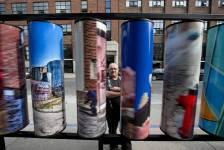 Les oeuvres d'art public de trois artistes montréalais, Sonia Stoeva, Dimo Ivanov et Jean-Pierre Lacroix, ont été inaugurées sur le trottoir de la rue Parthenais, dans le quartier des Faubourgs.