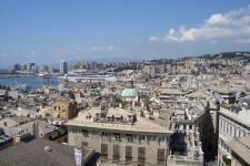 Ville portuaire importante située dans le nord-ouest de l'Italie, Gênes accueille de nombreux visiteurs en direction de Turin, Milan, Monaco ou des Cinque Terre. La capitale de la Ligurie a pourtant elle-même beaucoup à offrir à qui voudra découvrir celle qui portait le surnom de La superbe, au Moyen-Âge.