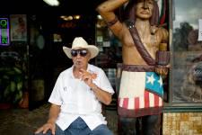 Doit-on l'appeler la Little Havana ou la Pequeña Habana? Ce quartier de Miami qui a accueilli plusieurs milliers de Cubains à partir de 1959 est encore majoritairement habité par des gens venus du pays de Fidel Castro. Et c'est l'endroit idéal pour amorcer une tournée des États-Unis latinos.