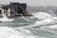 D'Halifax à Terre-Neuve en passant par l'estuaire du Saint-Laurent, la côte atlantique affronte une puissante tempête hivernale. Les vents pourraient atteindre 180 km/h.