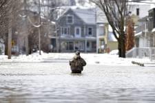 Avec le temps doux des derniers jours, plusieurs rivières du Québec sont sorties de leur lit dans les dernières heures avec pour conséquences de multiples évacuations et des dégâts considérables un peu partout.