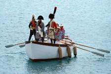 «Vive l'Empereur!»: les habitants de l'île toscane d'Elbe, en tenue d'époque, ont fêté dimanche l'arrivée de Napoléon en 1814 sur leurs terres, il y a 200 ans, prélude à dix mois de célébrations d'un séjour qui encore aujourd'hui marque leur quotidien.