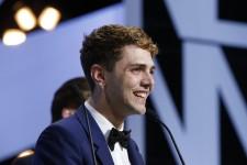 Le québécois Xavier Dolan, 25 ans, a remporté samedi soir le prix du jury à Cannes pour l'émouvant drame familial <em>Mommy,</em> ex aequo avec le Franco-suisse Jean-Luc Godard pour <em>Adieu au langage</em>
