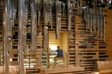L'orgue de la Maison symphonique va enfin <em>parler</em>. Oui, <em>parler</em>, selon la singulière terminologie du plus complexe de tous les instruments. Mais aussi <em>chanter</em> et même <em>tonner</em>, promet son maître d'oeuvre, Jacquelin Rochette, directeur artistique chez Casavant Frères, de Saint-Hyacinthe, les constructeurs de l'orgue dont l'inauguration s'étendra sur plusieurs jours à compter de mercredi.