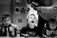 Le photojournaliste de La Presse Marco Campanozzi a remporté cette semaine le deuxième prix de la catégorie photoreportage au concours annuel de l'Association des photographes de presse du Canada. En noir et blanc, Marco Campanozzi a documenté le dur quotidien de Sabrina Lapointe et François Tremblay, parents d'Isaak et Noah, une paire de jumeaux aux prises avec l'autisme.