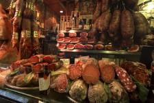 Vous aimez les tagliatelles al ragù, le parmigiano reggiano vieilli 72 mois, le véritable vinaigre balsamique de Modène, les tortellinis bien goûteux ou le prosciutto di Parma? Tous ces délices et bien d'autres sont en vedette en Émilie-Romagne, l'une des régions les plus gastronomiques d'Italie. Pour savourer ce que l'Italie du Nord a de mieux à offrir, Bologne, sa jolie capitale aussi surnommée La grassa, demeure l'épicentre culinaire à visiter.