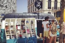 Le Portugal vit un important boom touristique qui vient amoindrir l'impact de la crise économique avec laquelle le pays doit composer. Entre un cours de surf et un lunch servi dans un camion de rue, voici quelques initiatives qui illustrent le renouveau touristique de la capitale portugaise.