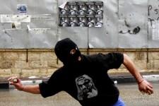 Après la prière du vendredi qui s'est déroulé sous haute tension, des heurts ont opposé des manifestants palestiniens aux forces de l'ordre israéliennes dans plusieurs villes de Cisjordanie: de Hébron à Ramallah en passant par Jérusalem-Est; au lendemain d'une fermeture «historique» de l'esplanade des Mosquées décidée par Israël.