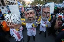 Des milliers de manifestants étaient réunis vendredi dans les rues de Montréal, mais aussi d'un peu partout au Québec, afin de protester contre la politique d'austérité proposée par le gouvernement libéral.