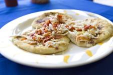 Pour goûter les pupusas, on peut se rendre au Salvador ou dans un restaurant salvadorien, bien sûr, mais la préparation de ce plat est assez simple pour se lancer à l'aventure et découvrir ce mets à la maison. Voici comment s'y prendre.
