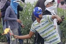 La colère des Mexicains déclenchée par l'annonce de la mort de 43 étudiants par les autorités ce week-end ne s'estompe pas. Des manifestations violentes se multipliant dans plusieurs villes du pays, notamment à Acapulco où l'accès à l'aéroport international de la très prisée station balnéaire a été bloqué par des manifestants.