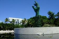 Miami connaît une croissance fulgurante. Des promoteurs internationaux y investissent massivement tandis que la ville se réinvente par le biais des arts, de la culture et du design. C'est maintenant une ville qui attire les jeunes... et les croisiéristes, puisque son port est l'un des plus fréquentés au monde.