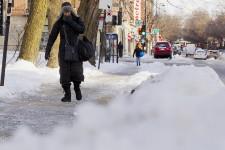 Le froid a regagné Montréal lundi.Des températures ressenties aussi basses que -45 degrés sont à prévoir dans les prochains jours au Québec.