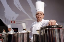 Pour la première fois en 14 ans, les États-Unis sont finalement montés sur le podium aux Olympiques de la gastronomie à Lyon. Ils ont gagné le Bocuse d'argent, coiffés au fil d'arrivée par les Norvégiens, maîtres incontestés de cette compétition qu'ils ont remportée pour la cinquième fois.