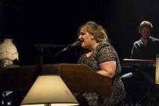 L'auteure-compositrice-interprète Sarah Bourdona lancé son album <em>Mouvement</em>, mercredi soir au Petit Olympia. <em>LaPresse</em> a accompagné la chanteuse dès son arrivée à la salle de spectacle pour assister à ce moment charnière de sa carrière, un succès en soi, après des années de travail.