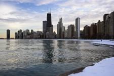 Quelle que soit la saison, Chicago reste une ville spectaculaire, une métropole culturelle comme Montréal aspire à le devenir. En hiver, Chicago n'est pas plus froid ni plus venteux qu'ailleurs - malgré son surnom de Ville des vents -, mais il n'en faut pas moins en tenir compte dans ses activités et déplacements. Ainsi, nous sommes allés à Chicago durant la semaine la plus froide depuis 60 ans... Rien pour nuire au plaisir.
