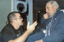 Les dernières images du «Líder Máximo» avaient été diffusées l'été dernier. Son silence lors de l'annonce du rapprochement historique entre La Havane et Washington, peu avant Noël, avait alimenté la machine à rumeurs concernant son état de santé. Certains le donnaient même pour mort. Le quotidien officiel <em>Granma</em> a diffusé lundi soir une série de 21 clichés où Fidel Castro, 88 ans, apparaît en compagnie de Randy Perdomo Garcia, président de la Fédération des étudiants universitaires de La Havane. Des photos prises le 23 janvier à la résidence du père de la Révolution cubaine, dans l'ouest de la capitale.