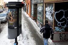 Commerces inoccupés, bâtiments insalubres, locaux abandonnés, vitrines placardées, terrains vacants et déchets à profusion: le boulevard Saint-Laurent a des allures de rue abandonnée. Lieu historique national du Canada, la Main faisait jadis l'orgueil des Montréalais. Elle n'est plus que l'ombre d'elle-même, à en juger par notre enquête sur le terrain. Notre photoreporter Martin Tremblay a dénombré plus de 160 locaux vides le long des 11 km de l'artère commerciale.