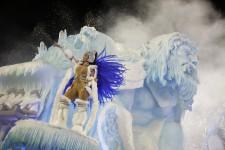 Février est sans contredit le mois des carnavals. En plus de l'incontournable Carnaval de Rio de Janeiro qui a lancé ce weekend sa 450e édition au son de la samba, malgré la pluie battante; le Carnaval de Québec qui s'est terminé dimanche dans le froid; pour plusieurs villes de par le monde, février rime avec déguisements, danse et fête.