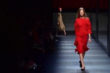 Défilé le plus attendu de la semaine de la mode milanaise, Gucci n'a pas déçu mercredi à l'ouverture du rendez-vous italien, avec une collection signée par le nouveau directeur créatif Alessandro Michele en totale rupture avec les saisons passées.