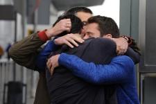 Les proches des passagers qui prenaient place à bord de l'AirbusA320 de la Germanwings se sont précipités aux aéroports de Barcelone et de Dusseldorf, d'où était parti et où était attendu l'avion qui s'est écrasé dans les Alpes françaises avec 150 personnes à bord. Cent cinquante frères, soeurs, femmes, mères, amis ou pères qui laissent les leurs dans le deuil.