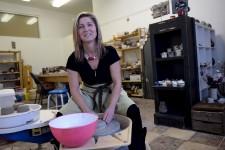 Terre et biscuit. Une entreprise de Charlesbourg qui propose des ateliers de poterie pour le plaisir d'être ensemble.