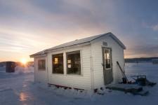 Depuis 6h vendredi matin, une cabane de pêche blanche tout ce qu'il y a de plus ordinaire, installée sur les glaces de l'Anse-à-Benjamin, est en train de devenir la plus pimpante de toute la baie des Ha! Ha! . Le tournage d'une émission-pilote par le producteur Philippe Belley, basée sur le modèle de l'émission populaire «Pimp mon garage», a lieu en fin de semaine.
