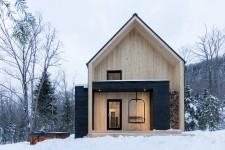 Avec son esthétique nordique, la Villa boréale a fait le tour des réseaux sociaux cet hiver. Ce petit chalet touristique niché dans Charlevoix en a fait rêver plus d'un. Pour poursuivre la rêverie, voici quelques images...