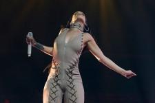 Rihanna était de passage à Québec mardi soir. Nous ne pouvons malheureusement vous offrir des photos du spectacle de la capitale, son équipe ayant interdit les photos de presse... On veut contrôler les images diffusées. Ce sont donc des photos prises au début de la tournée <em>Anti</em> (le 15 mars à Miami) que nous diffusons ici. - Photos Katie Stein fournie par Live Nation