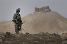 Alors que les premiers habitants s'apprêtent à rentrer chez eux samedi,des démineurs russes nettoient la cité antique de Palmyreminée par les djihadistes avant leur débâcle face à l'armée syrienne il y a plus de 10 jours.