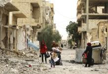 Pour la première fois depuis le départ du groupe État islamique de la ville de Palmyre, «la perle du désert» syrien mondialement connue pour ses ruines antiques, une centaine d'habitants déplacés ont pu retourner chez eux, l'espace de quelques heures, voir l'état de leur ancien foyer. Par AFP