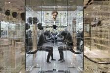 Le sculpteur montréalais David Altmejd était de passage au Musée des beaux-arts du Québec pour l'installation de son oeuvre The Flux and the Puddle. Prêtée en 2015 au MNBAQ pour une période de 10 ans, l'immense structure de plexiglas dans laquelle sont installés des loups-garous, des géants et des culturistes est comme «un musée à l'intérieur d'un musée». Elle aura à partir du 24 juin sa place dans le pavillon central. Daphné Bédard
