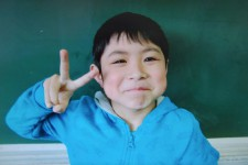 Un garçonnet de sept ans, disparu depuis six jours après avoir été laissé par ses parents dans une forêt de Hokkaido dans le nord du Japon en guise de punition, a survécu en se débrouillant seul et a été retrouvé vivant vendredi.