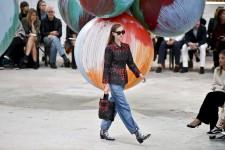 Cette semaine, la planète mode braquaient ses projecteurs surKuala Lumpur et Copenhague, tandis que le Festival de la Torche àXichang, en Chine, présentait les magnifiques costumes traditionnels de l'ethnie Yi.
