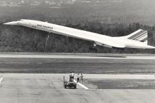 À travers les années, d'illustres visiteurs - dirigeants et aéronefs - sont passés par l'aéroport de Québec. En voici quelques-uns en photos.