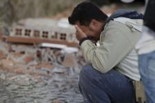 <p>Un puissant séisme a fait au moins 159 morts et détruit presque entièrement plusieurs villagesdu centre de l'Italie, tôt mercredi.</p>