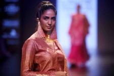 Vu à la semaine de la mode de Lakme à Mumbai, en Inde